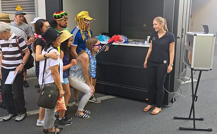 Promotion Aktion auf dem Mitarbeiterfest bei Schaeffler in Herzogenaurach. Hier seht ihr unsere Promoterin bei der Arbeit.